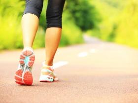 疼痛、僵硬、難走路,正面迎戰髖關節難題,哪種程度需要手術?醫師圖解