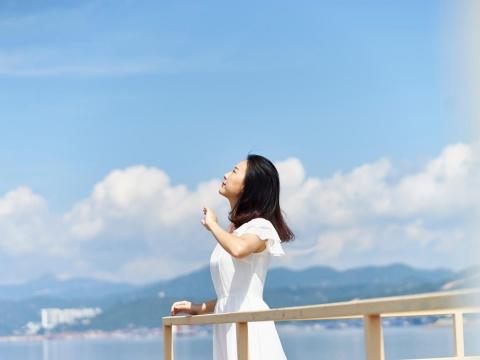 情緒就像天氣,但心可以是天空!試著這樣放鬆,感受生活富足、自在