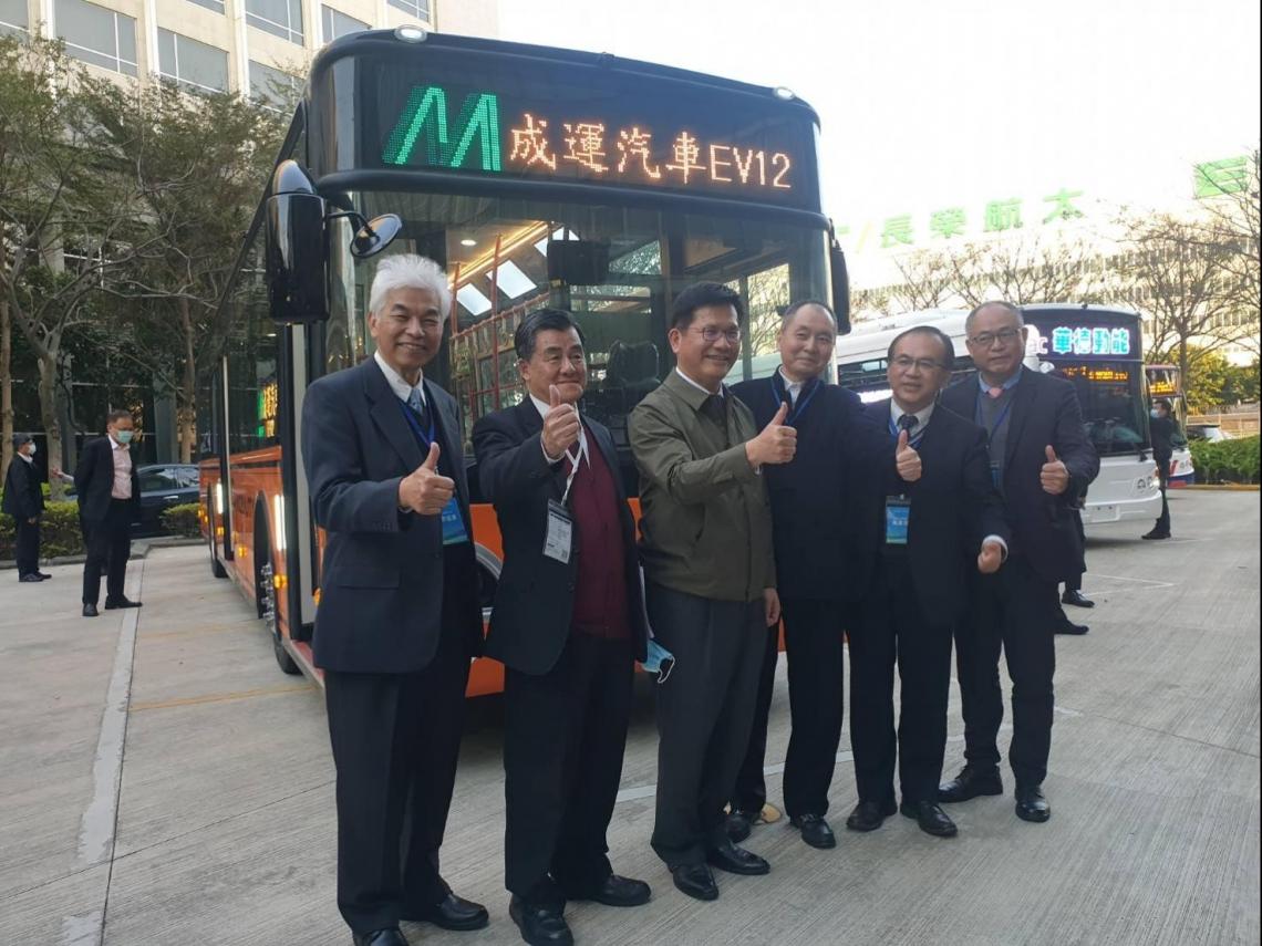 鴻華在台練兵搶攻電動巴士市場,10年商機1700億,台灣面臨最大挑戰是「這個」