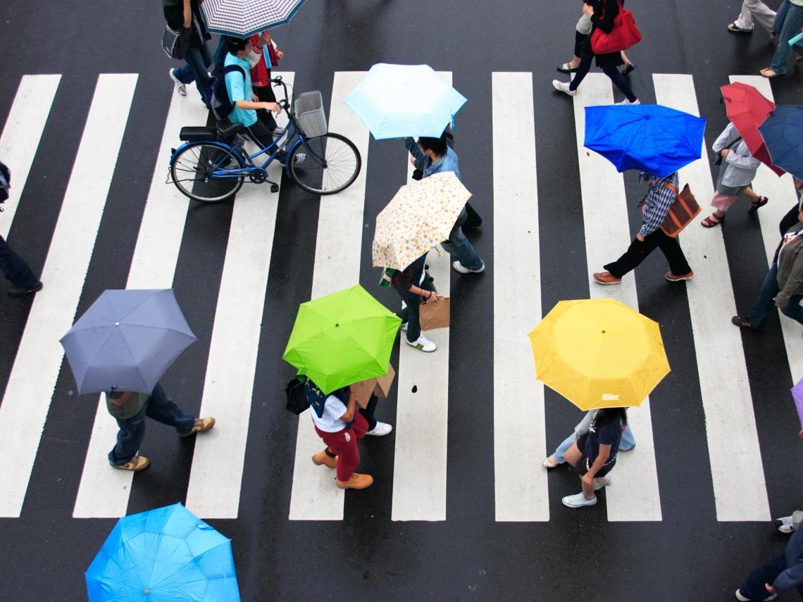 冷空氣襲「狂掉10℃」!北台濕冷、18縣市強風特報 看懂一周3波變天