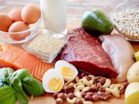 別變肌少症高危險群,不是吃蛋吃肉就OK!營養師解析「增肌餐」,三餐活力增肌
