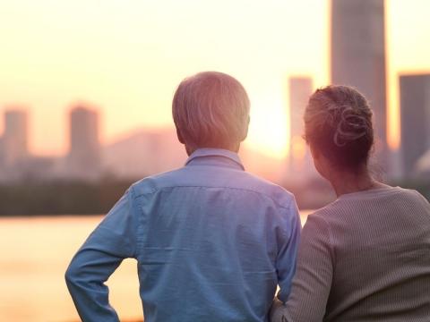 60歲夫妻勞保月領3萬不夠花,想賣千萬公寓賺5%股息!3個理由千萬別這樣做