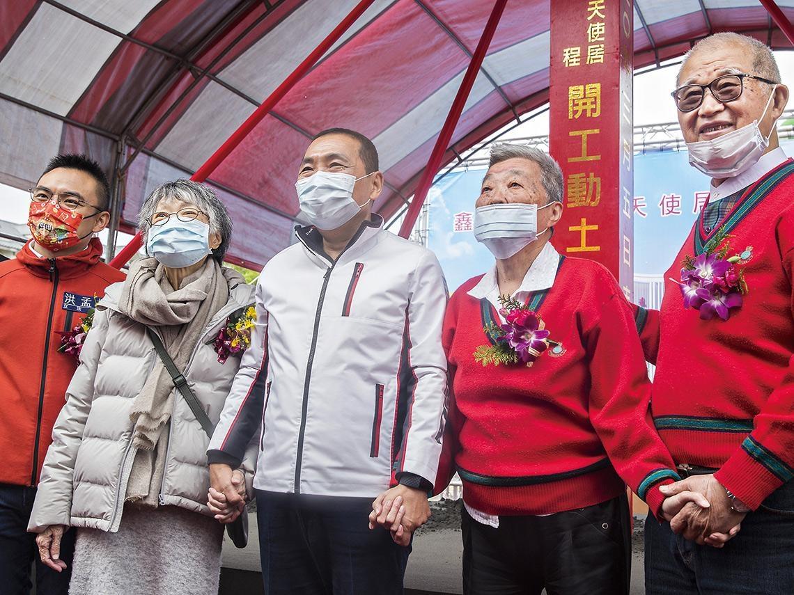 東華書局創辦人遺孀卓劉慶弟 低調挺文教半世紀 出版界85歲「俠夫人」 慨捐3.8億救孤老