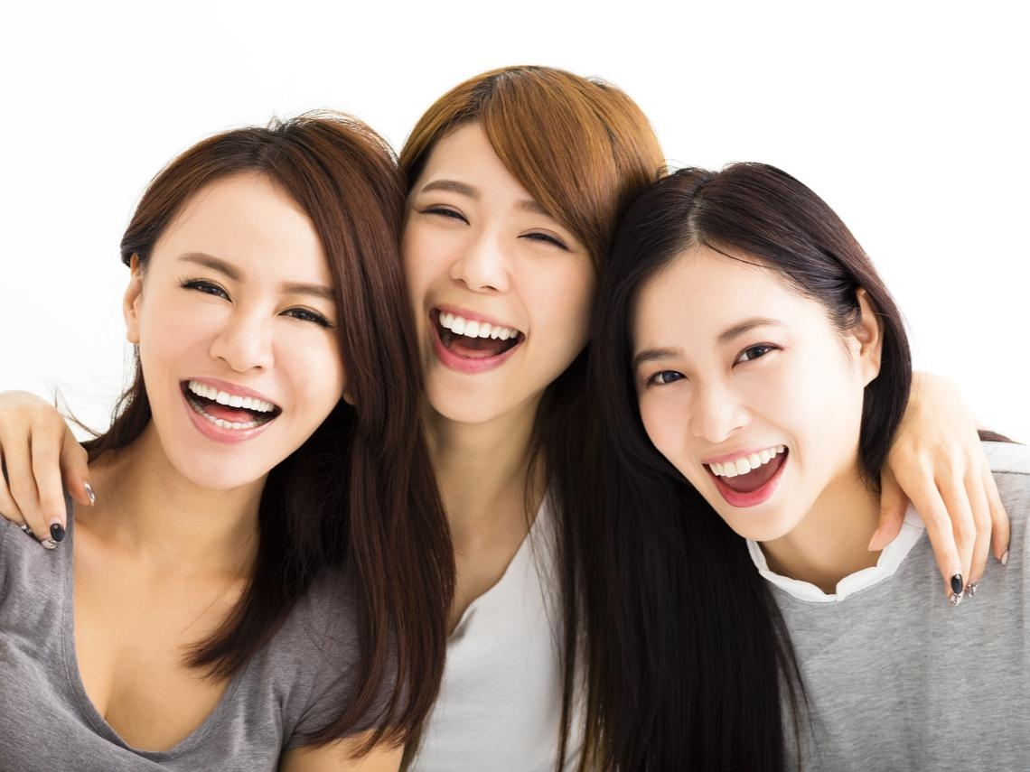 想長壽,笑就對了!研究證實「微笑大笑都比不笑好」 醫:不花錢就能健康為何不做?