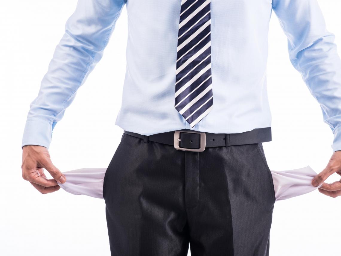 青貧族窮忙!人力銀行調查:39歲以下青年平均存款僅13.3萬元,近2成零存款