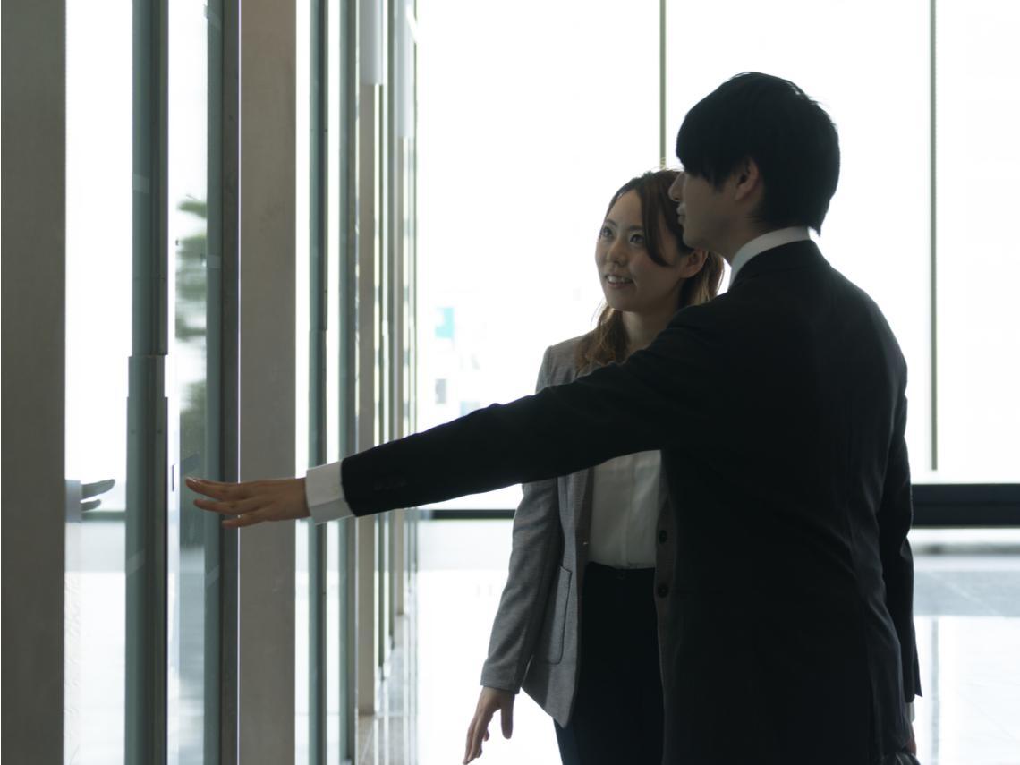 看到老闆在電梯裡,你會選擇搭下一班嗎?一個上市公司董座給年輕人的真心勸告