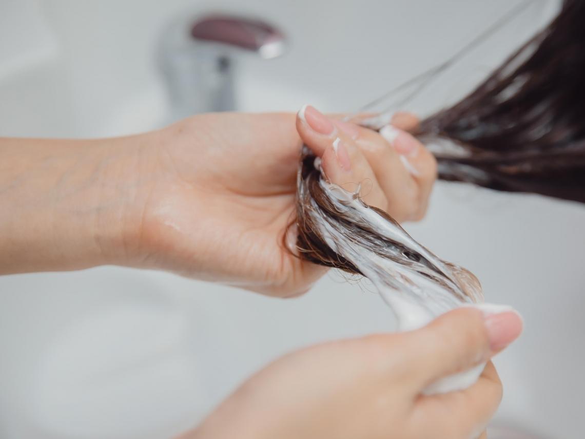 狂掉髮必看!日專家曝大部分人「洗頭方式錯了」 5大壞習慣你中幾個?