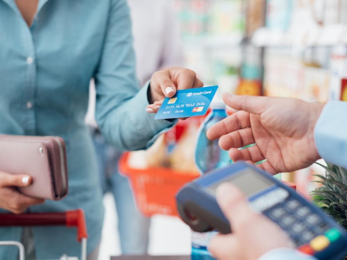 沒錢你根本不該刷卡!她27歲財務自由、月領45萬:關於信用卡你該知道的5件事
