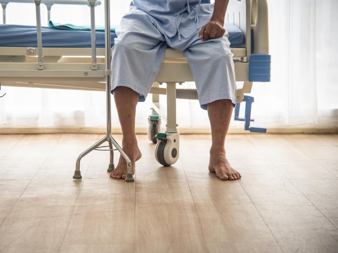 明明只是骨折,死亡率竟比癌症高!台大醫師教你:每天1動作,預防「老人殺手」髖關節骨折