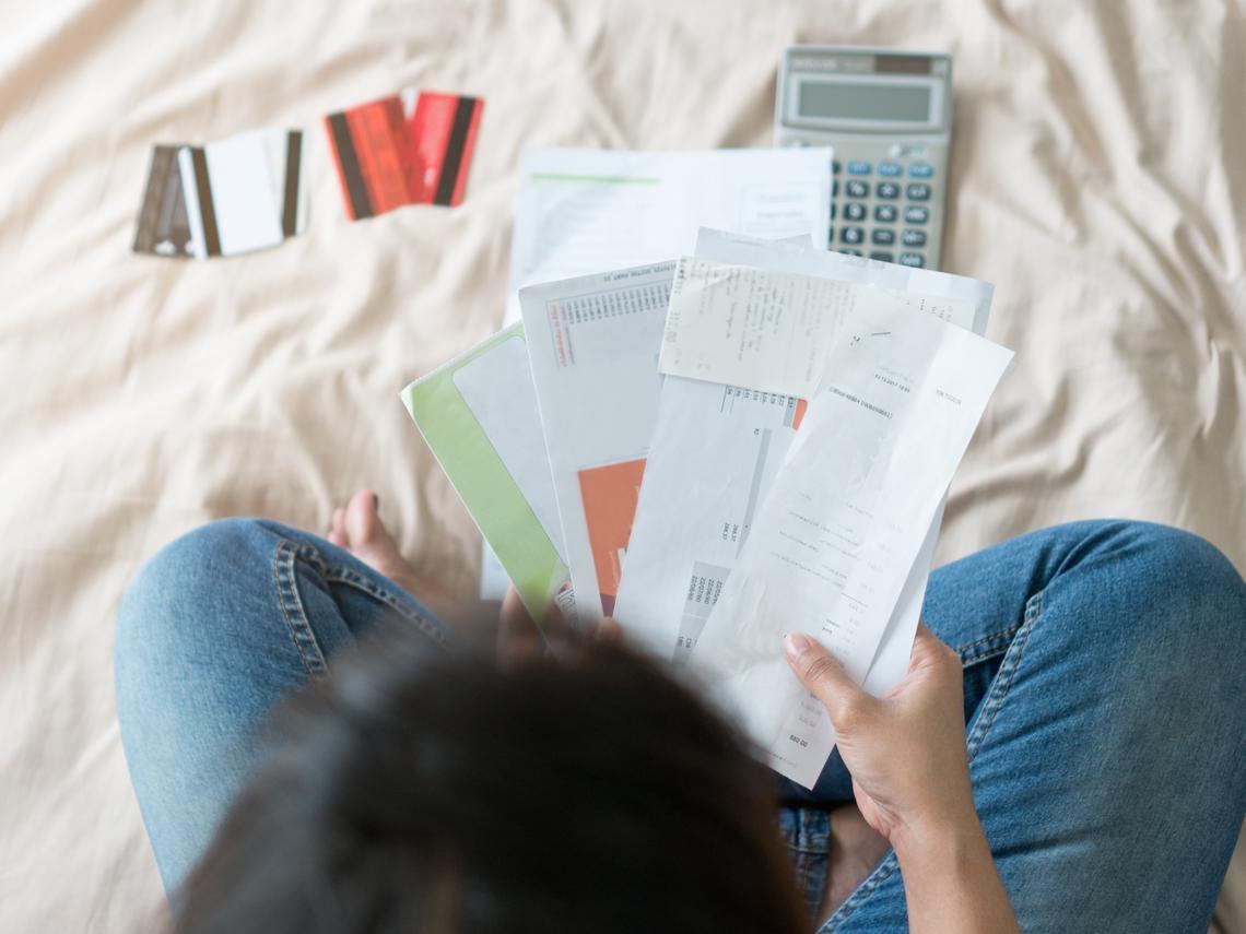 被盜刷了嗎?信用卡帳單上多出一筆沒消費的刷卡項目,該怎麼辦?理財達人教你這樣做