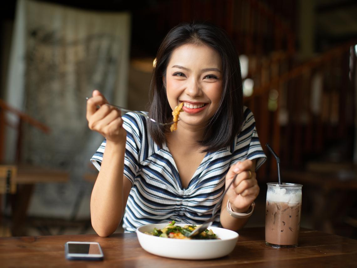 熱潮紅、心悸失眠等更年期不適症,4大緩解食物必吃!還能保護心血管、讓皺紋少一點