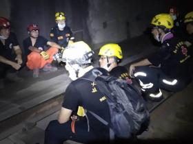太魯閣號事故》爸緊抱女雙亡,救難人員鼻酸:我送你們出隧道「已經沒事了」