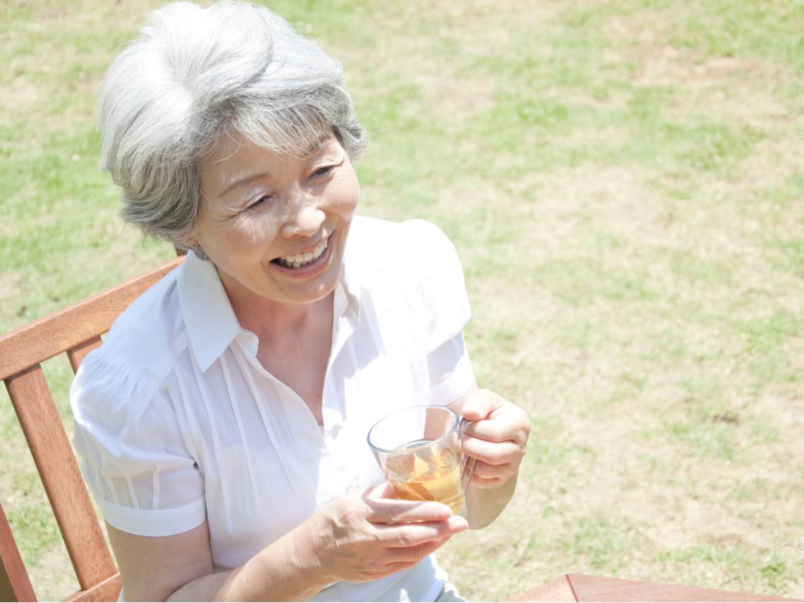 結婚27年,她47歲離開有錢渣夫,50歲另嫁豪門的婚姻啟示:最怕女人在愛情裡,活成寵物模樣