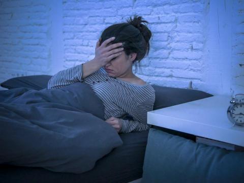 失眠伴隨頭暈頭痛、耳鳴,恐高血壓造成的!中醫教作「耳穴貼壓」,最快15天能見效
