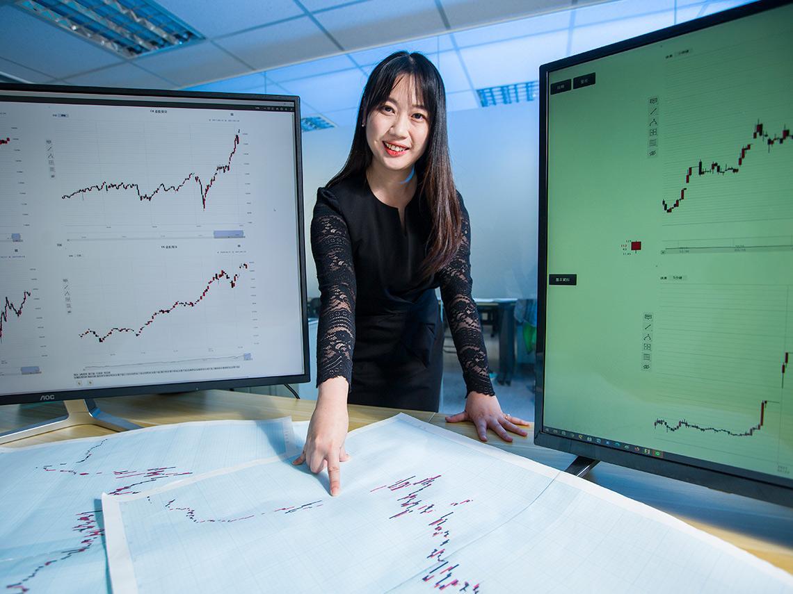 靜下心來畫K線圖,6年級小資女上山拜師磨練股市心性,從20萬到快破產…13年練功賺進數千萬