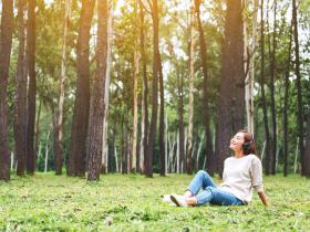 50後,該追求的並非快樂,而是舒適度!與其勉強自己正向樂觀,不如先讓自己避免悲觀