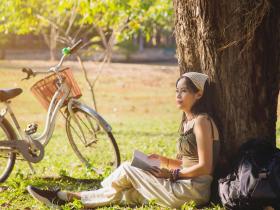 感恩的人,快樂自來!學樹時懷感恩,面對滄桑、面對繁榮,然後才會放下,走向自在
