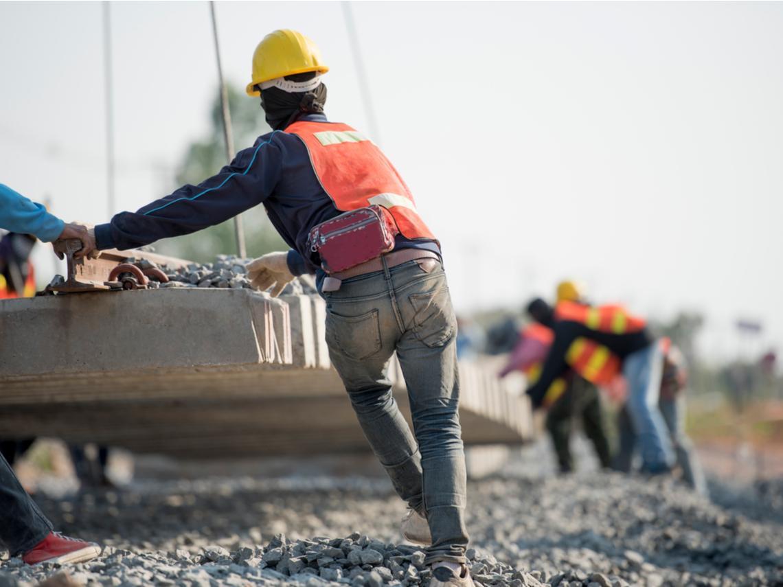 「人從鷹架跌下來,像西瓜破掉一樣...」一個建築工的告白:最怕孩子跟我一樣做工