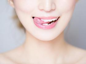 66歲舌尖疼痛,檢查後確診罹患舌癌晚期!舌部潰傷兩周未癒合等4症狀,應盡速就醫
