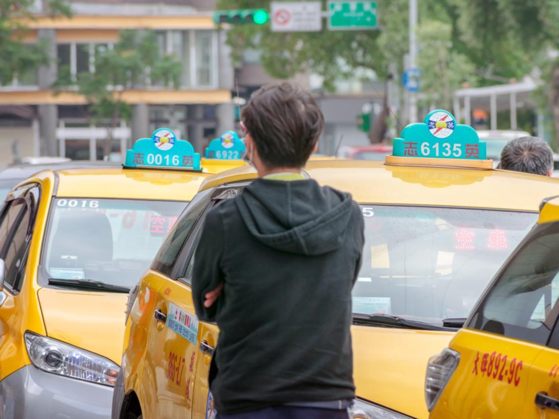 「敗光家產前,我住忠孝東路上...」20幾歲做生意賠600萬,47歲Uber司機的告白:當年我輸在卡債