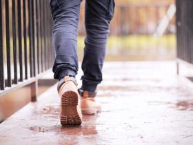 走路隱隱作痛,小心膝關節「蛀洞」!醫:預防保養的4個方法,開始做都不嫌晚