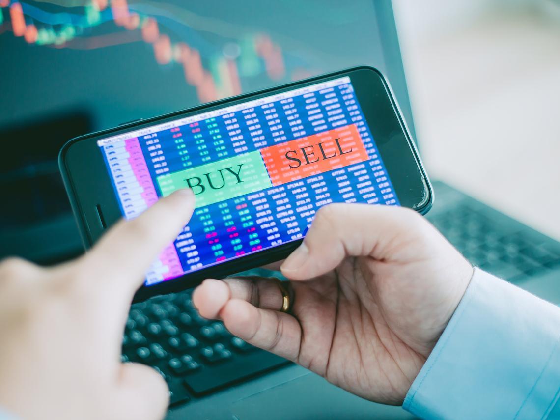 台股重摔652點,史上第三大跌點》30多歲高中老師買股翻身千萬富翁:市場下殺,是一場難得的盛宴