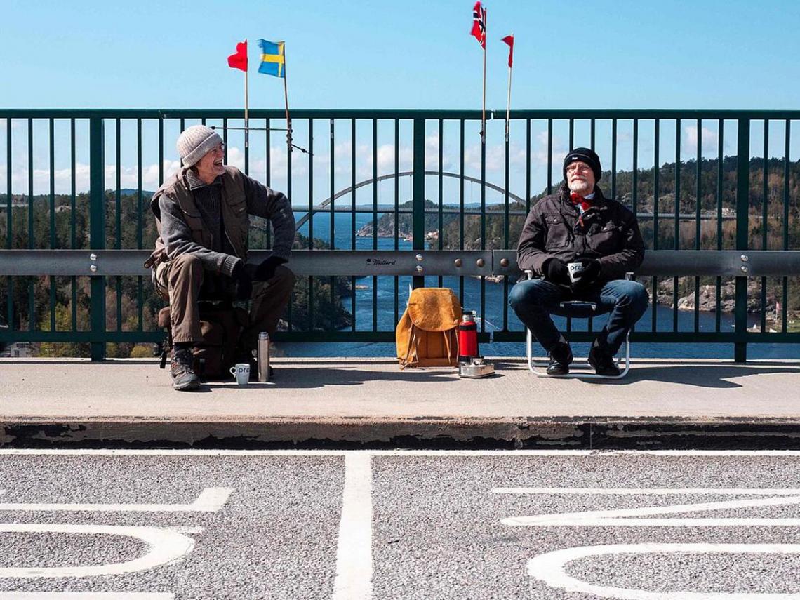 「一周沒見對方會沮喪」! 73歲雙胞胎因疫情迫分兩地 每周相約「挪威瑞典交界」團聚