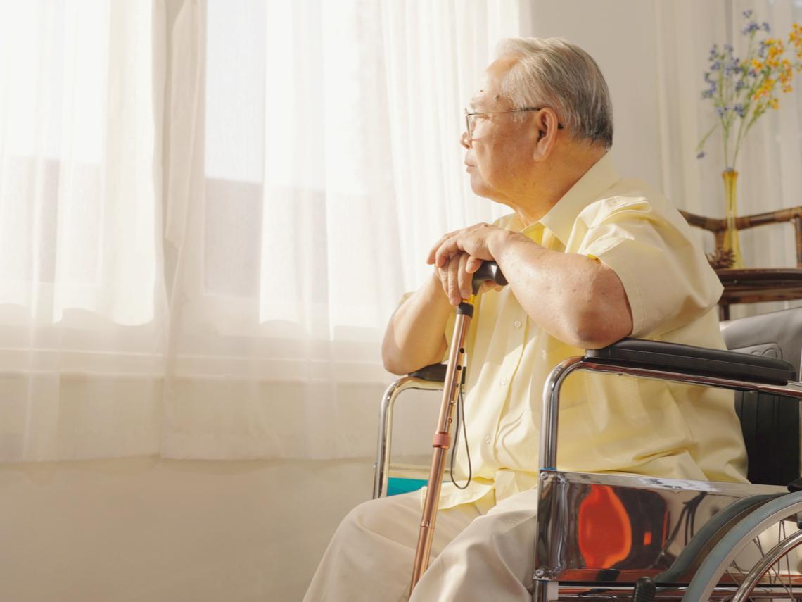 母去世又獨自照顧癌父,還要跟姐妹報告病況!父臨終她告白:原來我不知自己這麼愛你