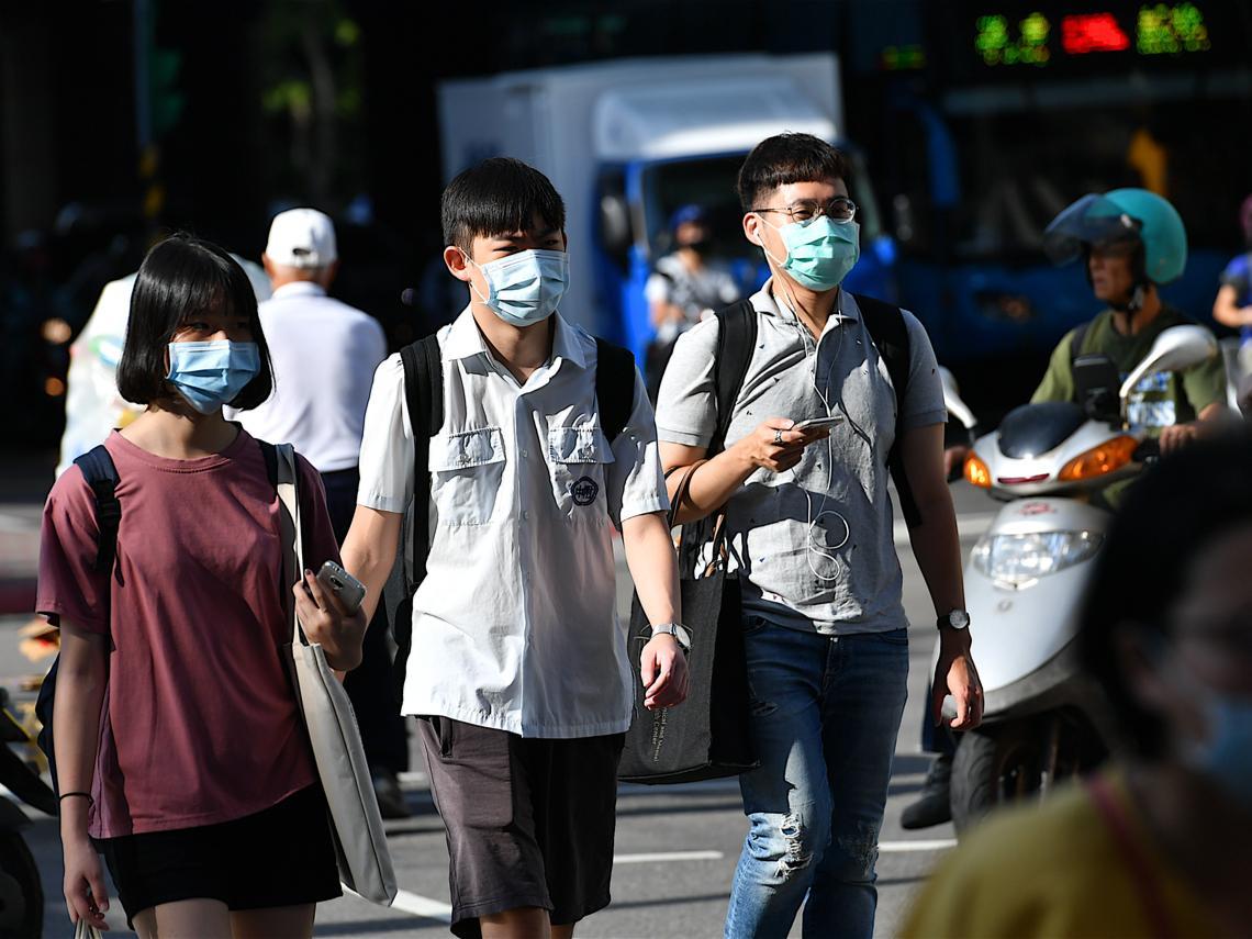 台灣人不要怕!本土案例越多,表示感染者被找到的越多...關於防疫你該懂的3個關鍵階段