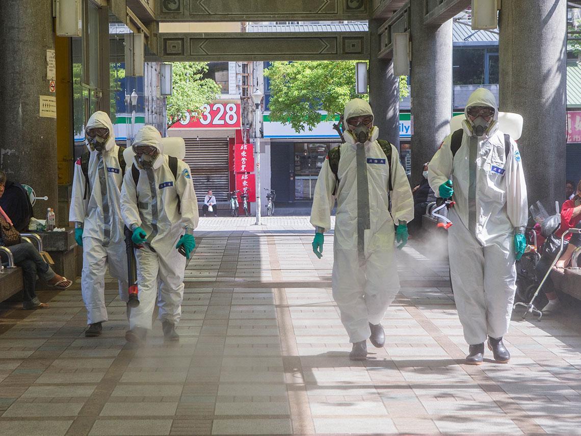 台灣關鍵14天戰疫》每位確診治療得花80 ~210萬元! 醫護不是超人 全民如何一起當抗疫英雄?