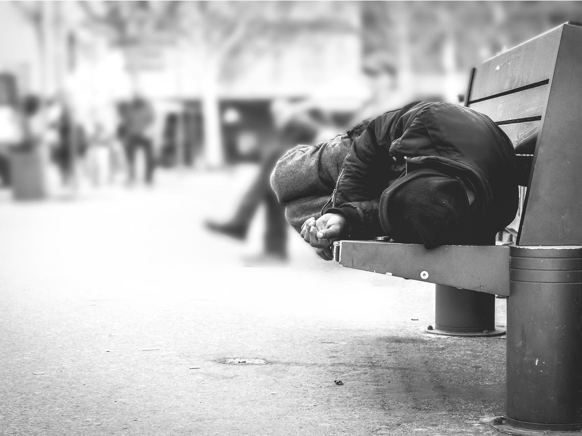 萬華街友悲歌》目睹「老婦人從垃圾桶撿起口罩,戴上走進超商」...他嘆:疾病不會挑人,但會攻擊社會最弱的點