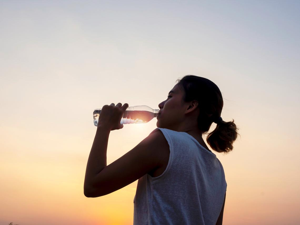 新冠肺炎》吃大蒜、喝熱水可以防病毒?專家警告:反而會傷身,教你這樣做遠離疫情