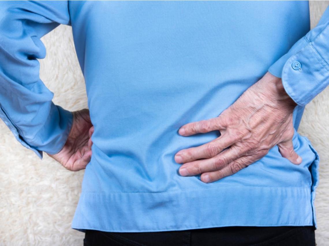 長期下背痛竟變發燒、排尿困難,小心下肢癱瘓、敗血症!醫:腰肌膿瘍易輕忽要小心