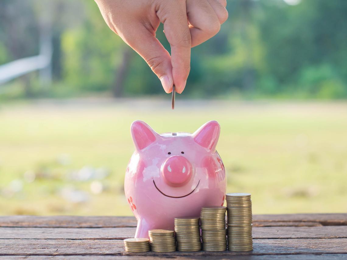 「我靠儲蓄險財富自由!」過來人買數十張保單,走過20年感觸:背已有靠,更無所懼