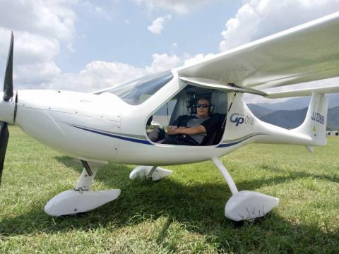 開飛機、玩潛水,還拿國標舞冠軍!77歲中醫師精彩人生「每個興趣,都要玩到巔峰」
