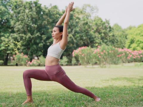 有點累的時候需要休息!想著做瑜珈,在安靜昏暗空間躺在墊子上,就是我今天的動力