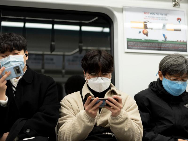 仲介口中的「能照到太陽」指的竟是浴室的小窗戶...韓國32歲蟻居青年:我只需要「撐到」找到好工作