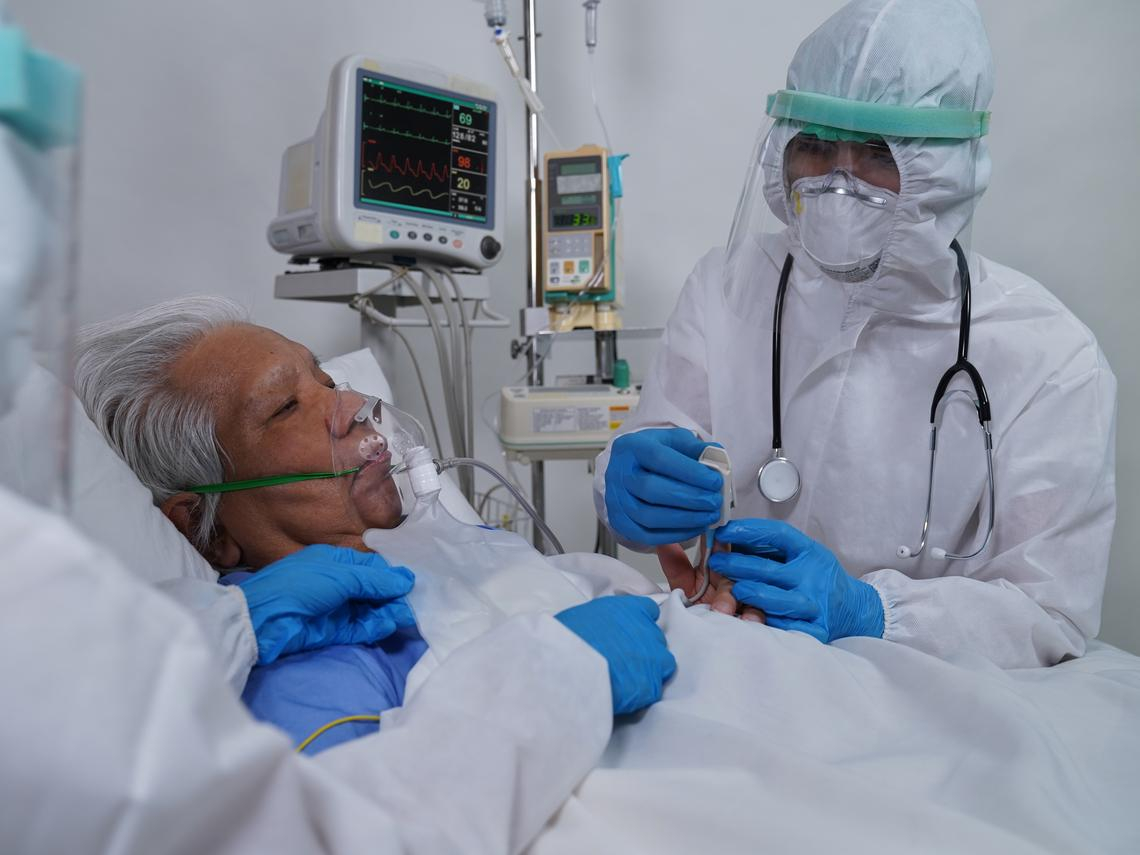 91歲爺爺去龍山寺拜拜不幸染疫...喘不過氣了還「自責自己害了全家人」成臨終最大遺憾