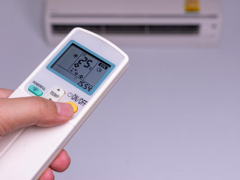 「冷氣遙控器」暗藏省電玄機!一個按鍵每天省電12%,冷氣安心吹整晚
