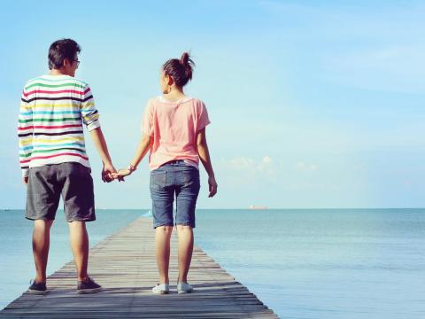 中年後才明白婚姻裡的愛情,偶爾吵吵鬧鬧、起起伏伏,互相成長、陪伴、愛護才精彩