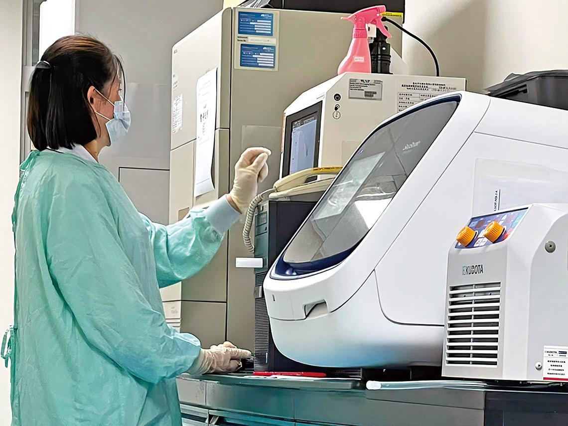 防快篩偽陰 PCR檢測「產能」急需提升