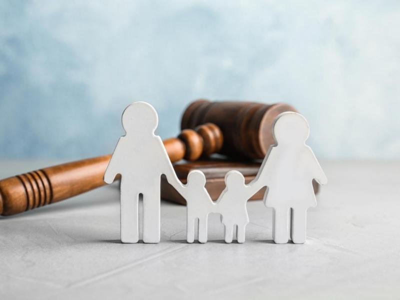 58歲父打零工維生,卻因3子有房無法申請低收入戶補助...養兒不一定防老!律師解惑7大扶養問題