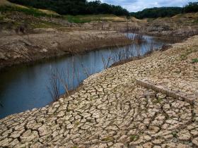 面對缺電・水荒,油電水價仍穿「國王的新衣」! 台積電未來3年水電需求再增1倍,台灣準備好了嗎?