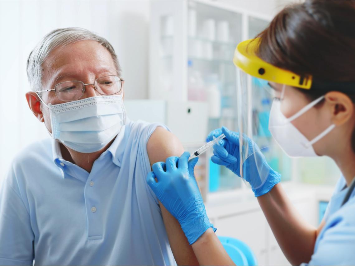 接種AZ後死亡累積67例》猝死新聞頻傳,我們家長輩到底該不該去打疫苗?良心醫師真心話