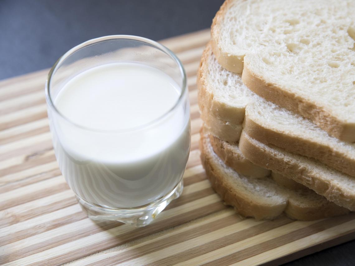早、午2餐全吃「麵包+牛奶」 男大生短短4個月慘洗腎! 關鍵原因曝光