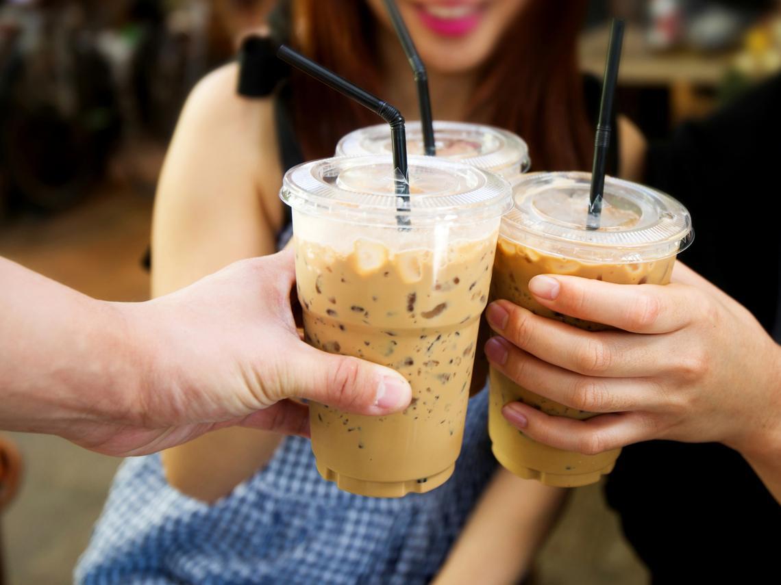 為什麼冰咖啡比較貴、冬天買冷氣不會更便宜?答案可能跟你想的不同!一堂價值5億元的銷售課