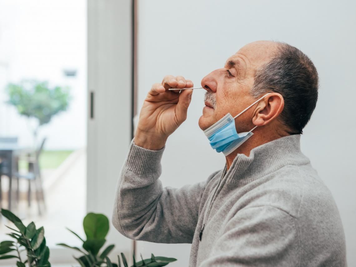 有影片》醫師示範「居家快篩試劑」 6步驟「無痛」操作! 只放鼻孔洞口無效