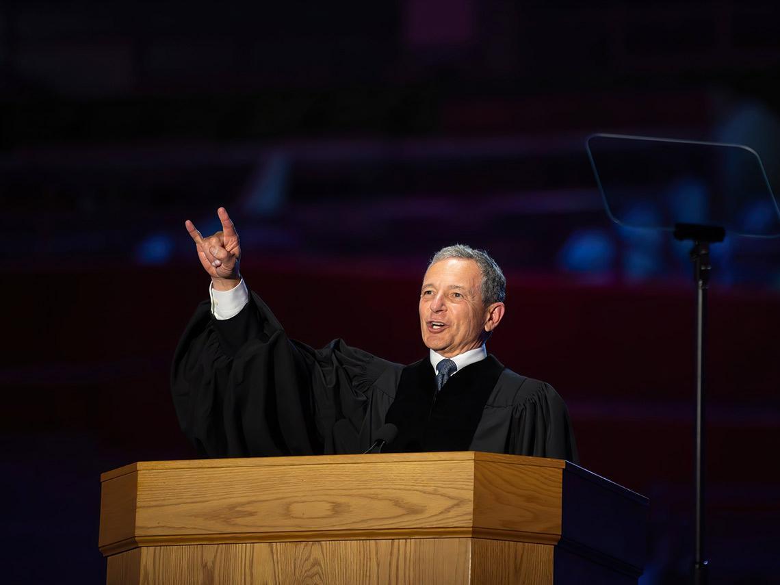 曾被宣告「永遠不可能升職」,如今卻成為迪士尼董事長!他用自身經驗告訴畢業生,成功的最大因素是「這個」