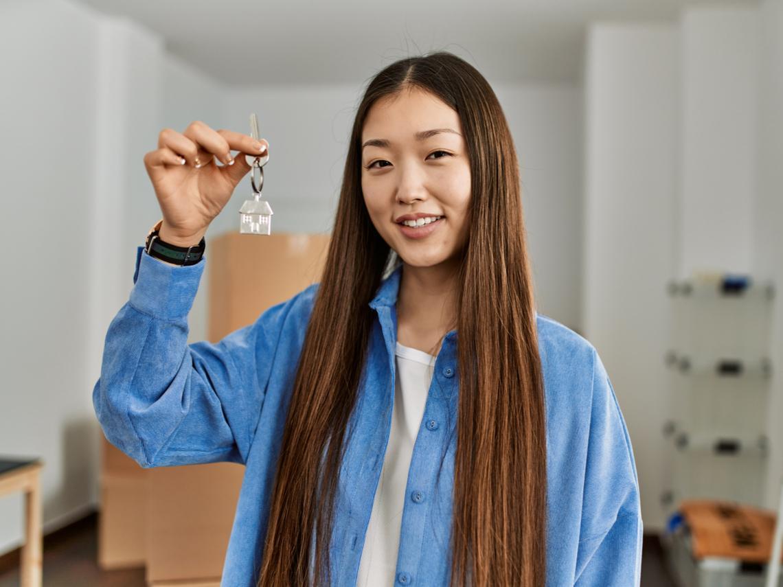24歲還清學貸,28歲為家人買千萬透天厝,她曝「暴力存錢法」:買不起房,只是因為不夠努力