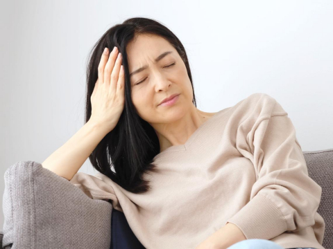頭痛吃止痛藥,導致胃痛胃潰瘍?醫師:找出頭痛原因、穩定神經是治療最重要一環